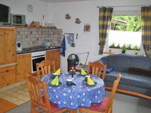 Landhaus Heidi - Ferienwohnung 2 - Essplatz und Küche