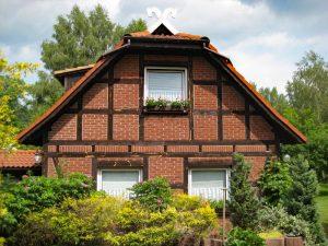 Landhaus Heidi - Haus mit Ferienwohnungen - Giebelseite